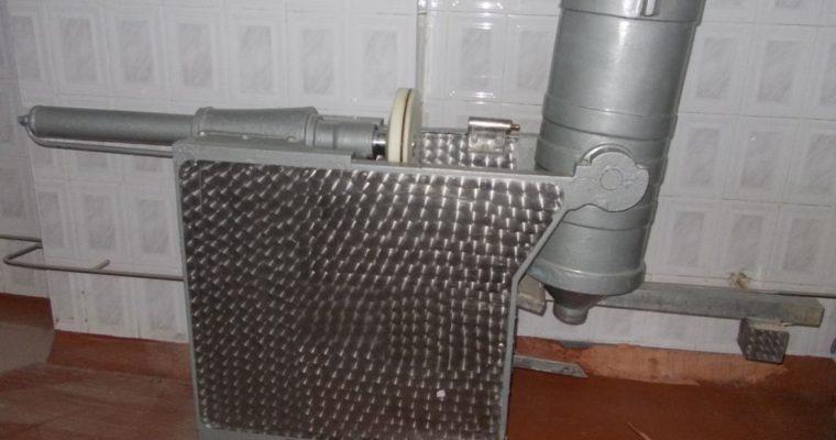 Masina de umplut carnati cu dispozitiv inox